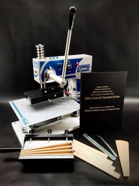Máquina para gravação em capa dura