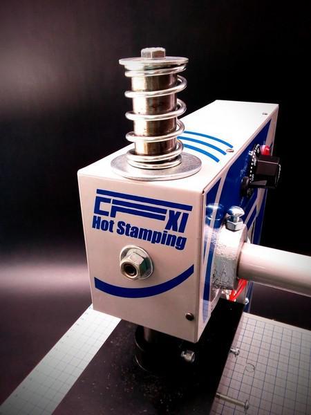 Máquina para gravação em hot stamping capa dura encadernação