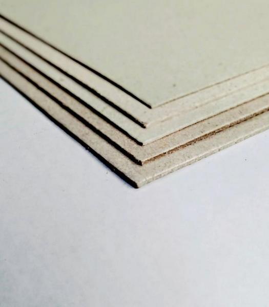 Placa de papelão cinza